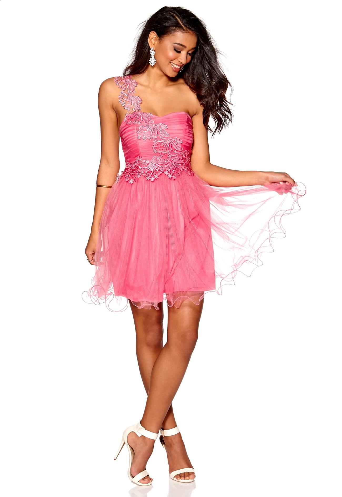 15e7813c Find smukke og elegante festkjoler her! Vi fører et kæmpe udvalg af  festkjoler i mange smukke designs til enhver smag og størrelse fra kendte  mærker online.