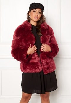 AMO Couture Phantom Faux Fur Short Coat Deep Red Bubbleroom.no