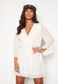 AX Paris Tie Waist Deep V Dress White Bubbleroom.no