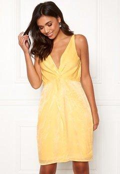 BUBBLEROOM Marianna front twist dress Light yellow Bubbleroom.no
