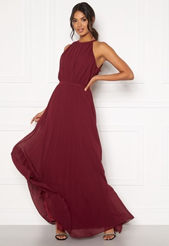 Chi Chi London Aida Pleated Maxi Dress Burgundy Bubbleroom.no