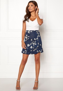 Chiara Forthi Lily flounce skirt Navy / Floral Bubbleroom.no