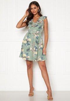 Chiara Forthi Pernille flounce dress Light green / Floral Bubbleroom.no