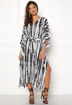 DAGMAR Vanya Dress White/black Print Bubbleroom.no