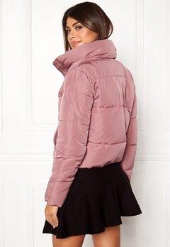 Jacqueline de Yong Erica Short Padded Jacket Nostalgia Rose Bubbleroom.no