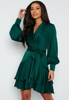 FOREVER NEW Mikayla Satin Mini Dress Deep Emerald Green bubbleroom.no