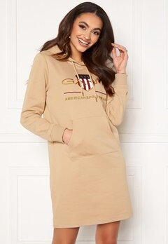 GANT Archive Shield Hoodie Dress Dry Sand Bubbleroom.no
