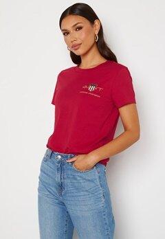 GANT Archive Shield SS T- Shirt 626 Raspberry red Bubbleroom.no
