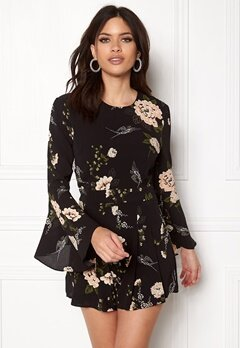 Girl In Mind Ella Floral Playsuit Black Bubbleroom.no