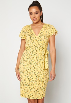 Happy Holly Amanda wrap dress Light yellow / Floral Bubbleroom.no