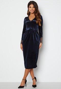 Happy Holly Leonora Velvet Midi Dress Dark blue bubbleroom.no