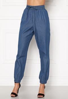 Happy Holly Mea jogger jeans Medium denim Bubbleroom.no