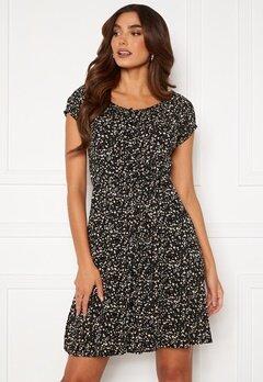 Happy Holly Rebecca flounce dress Black / Patterned Bubbleroom.no