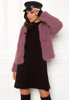 Jacqueline de Yong Elsa Fluffy Short Jacket Nostalgia Rose Bubbleroom.no