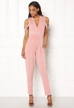 John Zack Cold Shoulder Jumpsuit Dusty Pink Bubbleroom.no