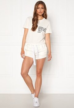 KENDALL + KYLIE K&K Active Turn Me On Shorts White Bubbleroom.no