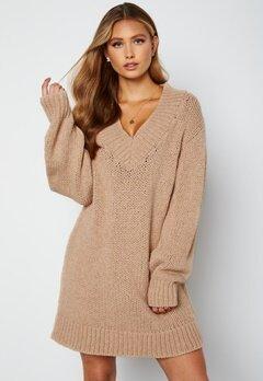 Lojsan Wallin x BUBBLEROOM Chunky knitted sweater dress Light beige bubbleroom.no