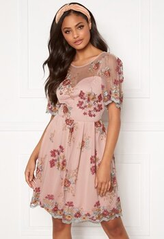 Moments New York Isolde Embroidered Dress Dusty pink Bubbleroom.no