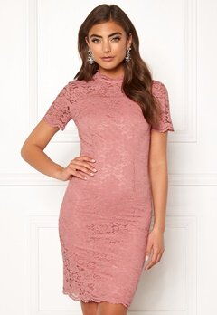 Moments New York Kassia Lace Dress Old rose Bubbleroom.no