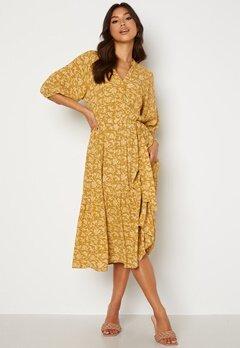 OBJECT Sophia 2/4 Dress Honey Mustard AOP Bubbleroom.no