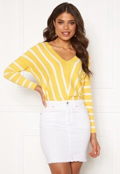 ONLY Aya 7/8 V-Neck Pullover Lemon Drop Bubbleroom.no