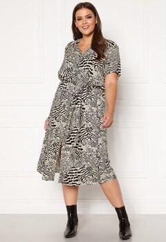Only Carmakoma Tukzu SS Calf Shirt Dress Ecru, AOP Leoness Bubbleroom.no