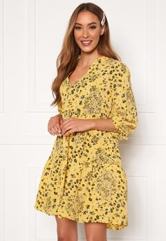 ONLY Nova Lux Thea Dress Misted Yellow AOP Bubbleroom.no