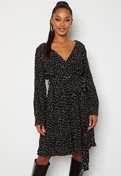 Sisters Point New Gerdo Dress 003 Black/Cream Bubbleroom.no