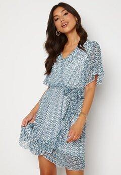 Sisters Point New Greto Dress 116 Cream/Blue Bubbleroom.no