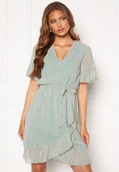 Sisters Point New Greto Dress 301 L.Green/Leo<br>  Bubbleroom.no