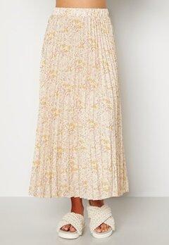 Sisters Point Nitro Skirt 116 Cream/Flower Bubbleroom.no