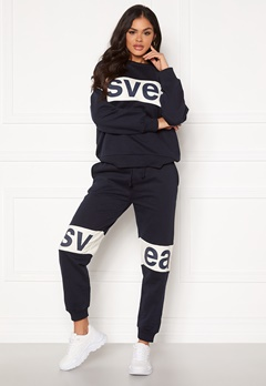Svea 2 Col Big Svea Logo Sweat Pants 600 Navy Bubbleroom.no