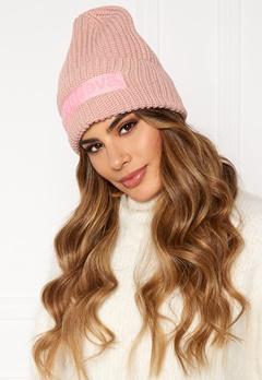 Svea Big Badge Svea Hat 505 Soft Pink Bubbleroom.no