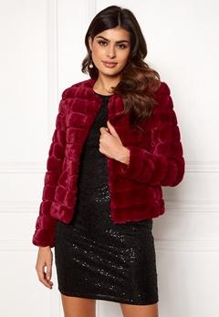 VERO MODA Avenue Faux Fur Short Rumba Red Bubbleroom.no