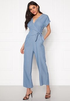 VERO MODA Laura SS V-Neck Knot Jumpsuit Light Blue Denim Bubbleroom.no