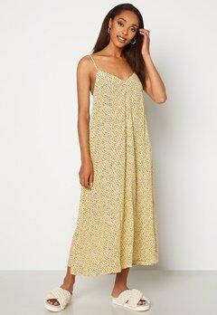 VERO MODA Nora New Singlet Calf Dress French Vanilla AOP N Bubbleroom.no