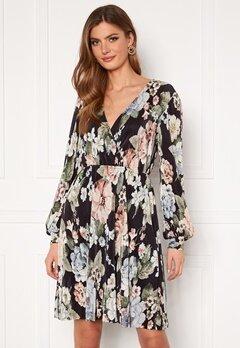 VILA Blamia Wrap Plisse Dress Black AOP Flower Pri Bubbleroom.no