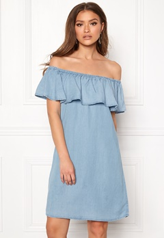 VILA Gia Off Shoulder Dress Light Blue Denim Bubbleroom.no
