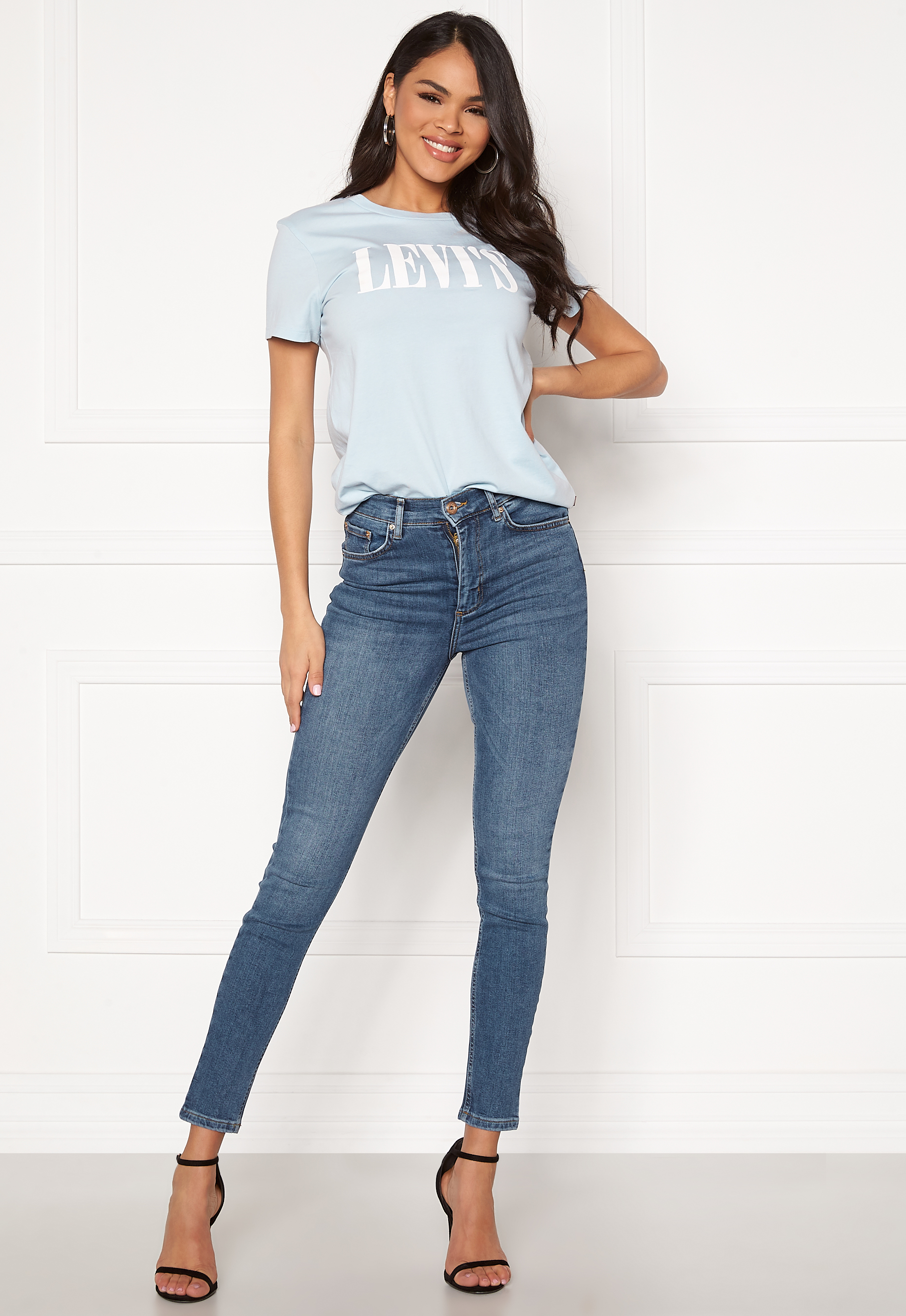 Levis THE PERFECT TEE 90S SERIF T2 C